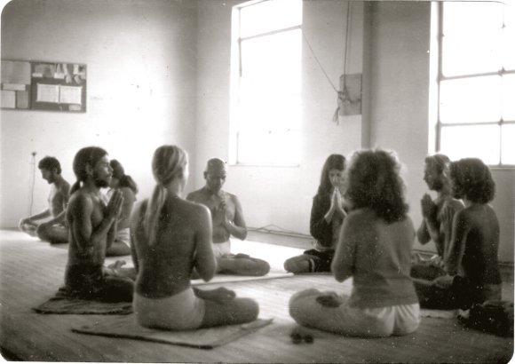Old-photo-from-1975-Guruji's-first-trip-to-Encinitas-California
